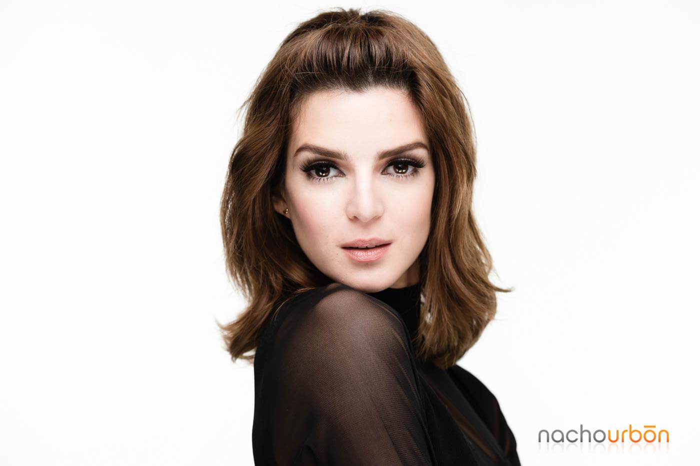 fotografia-profesional-Publicidad-Mujer-especialista-belleza